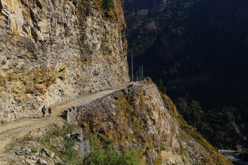 manaslu trek road